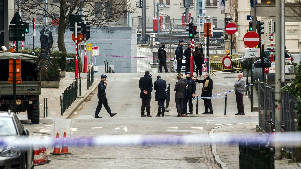 La police belge a fermé l'accès aux rues à proximité de la station de métro de Maelbeek à Bruxelles après une explosion. [Philippe Huguen - AFP]