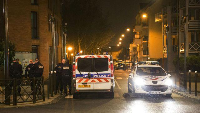 Des perquisitions ont été menées jeudi soir dans un immeuble d'Argenteuil (Val-d'Oise), en région parisienne. [Geoffroy Van Der Hasselt - AFP]