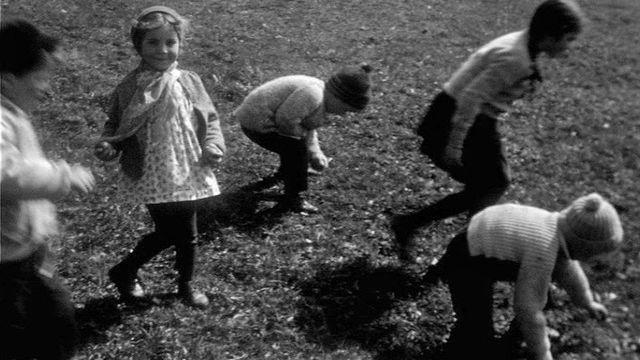Rouler les oeufs en 1960. [RTS]