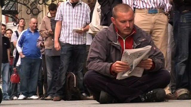 On fait la queue à Genève pour acheter le nouvel iPhone, 2008 [RTS]