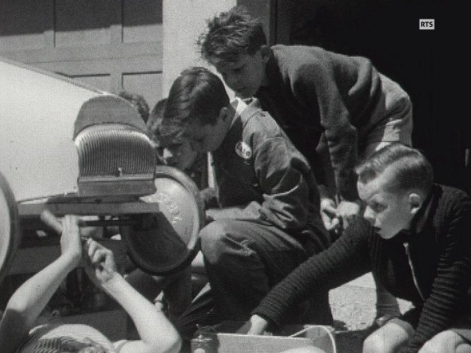 Fabrication de caisse à savon en 1957. [RTS]