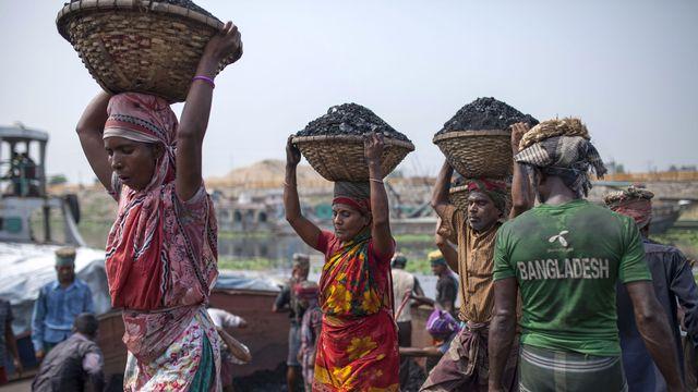Le secteur des matière premières est un domaine à haut risque en matière de droits humains. [Zakir Hossain Chowdhury - Anadolu Agency]