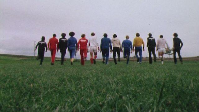 Le FC St-Barthélémy à l'entraînement en 1981. [RTS]