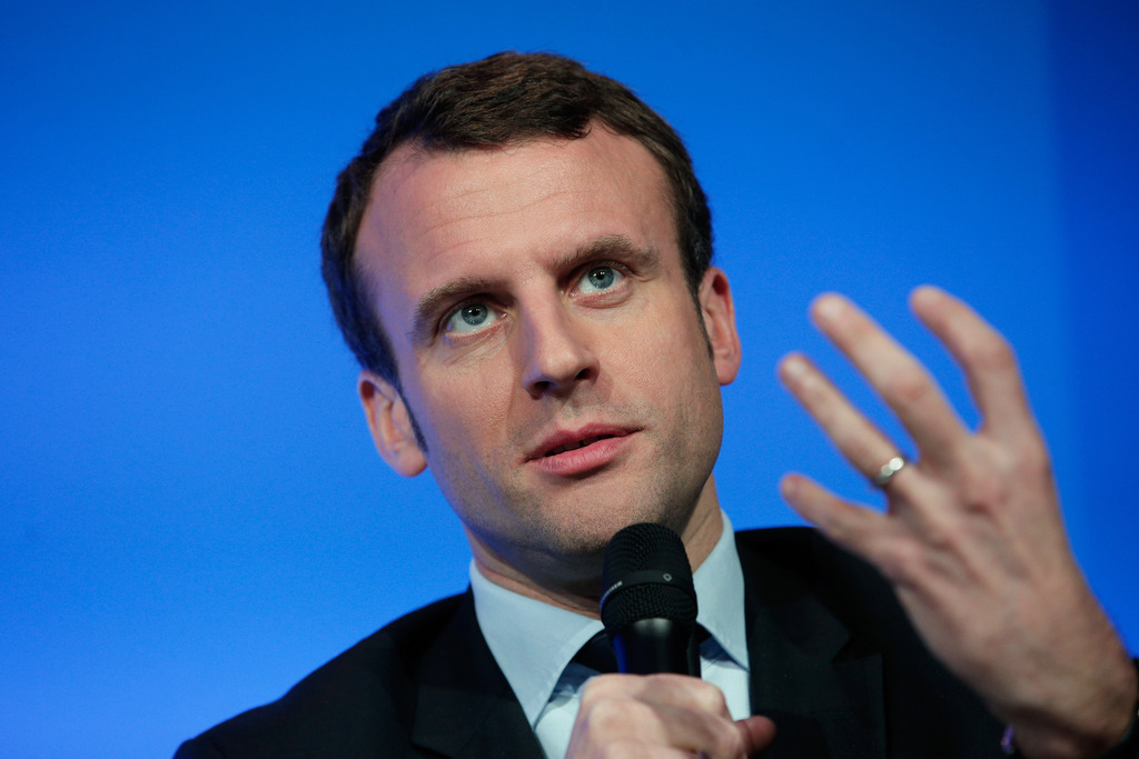 Le ministre fran ais emmanuel macron lance son propre for Ministre francais