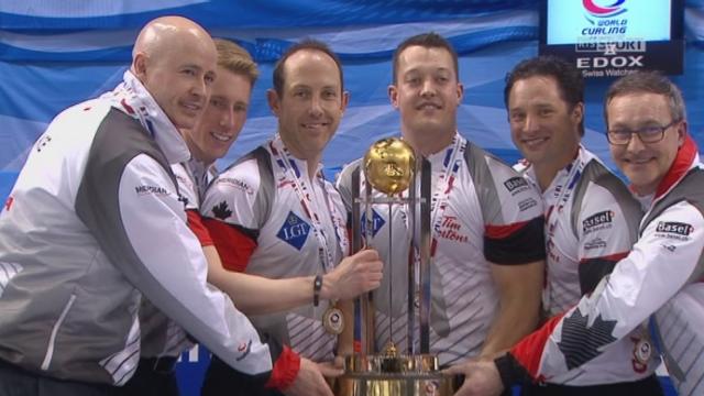 Finale, Danemark - Canada (3-5): la joie des Canadiens lors de la remise du trophée [RTS]