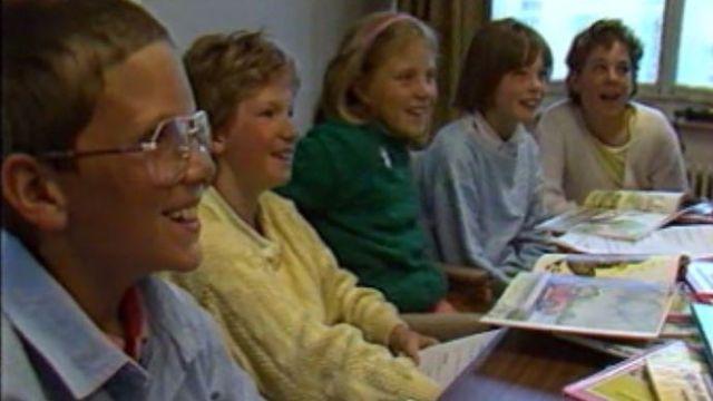 Le jury d'enfants du prix Enfantaisie 1987 en délibération [RTS]