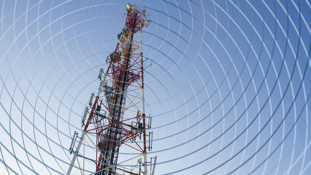 Aucune étude valable ne peut dire, aujourd'hui, si les ondes électromagnétiques des téléphones sont un risque pour la santé. [Jacques Loic - Photononstop/AFP]
