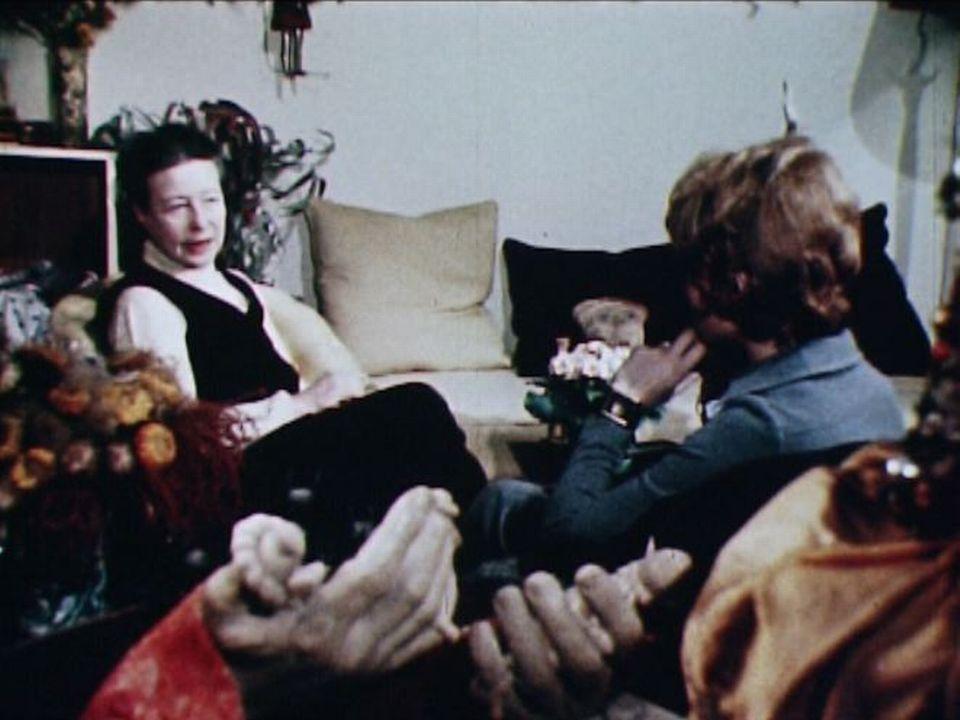 Simone de Beauvoir chez elle en 1970 [RTS]