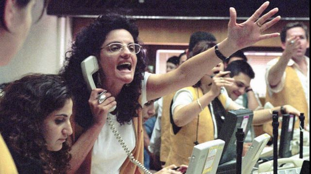 Une courtière à la Bourse de Tel Aviv en 1996. [Nati Harnik - Keystone]