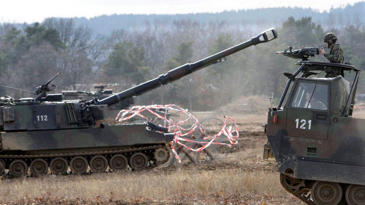 Des pièces de rechange pour des obusiers blindés, des chars M109, seront exportés vers les Emirats arabes unis (image d'illustration). [Laurent Gillieron - Keystone]