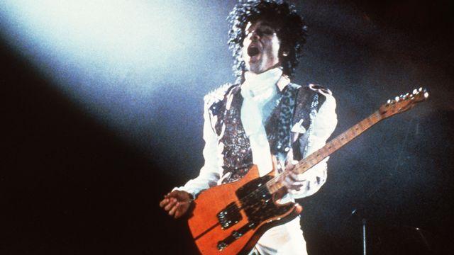 Portrait du chanteur américain Prince pris en février 1985 à Paris.  [Pascal George - AFP]