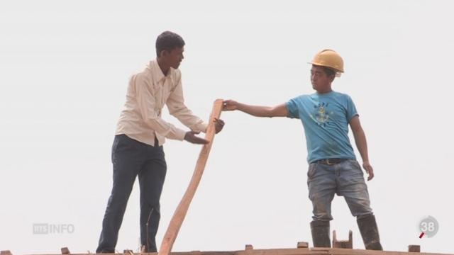 Népal: un an après le séisme, la reconstruction du pays s'effectue très lentement [RTS]