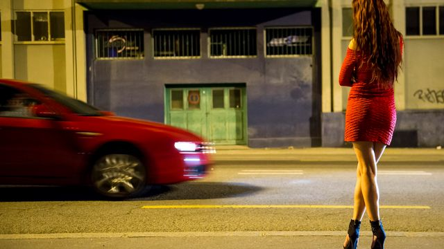 Une prostituée dans les rues de Lausanne [Jean-Christophe Bott - Keystone]