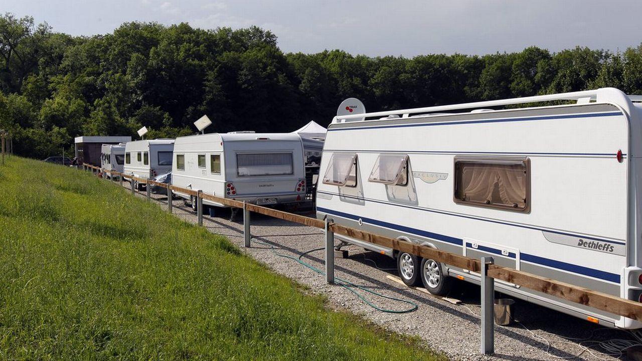 Des caravanes de gens du voyage sur une place de stationnement dans le canton d'Aarau. [Urs Flüeler - Keystone]