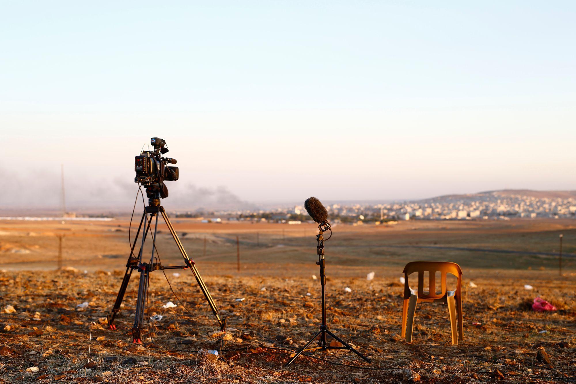 trois journalistes espagnols lib r s apr s 10 mois de captivit en syrie monde. Black Bedroom Furniture Sets. Home Design Ideas