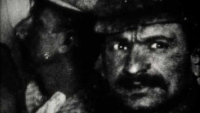 Visage d'un ouvrier travaillant au percement du premier tunnel ferroviaire du Gothard. [RTS]