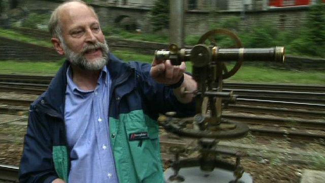 Les instruments de mesure des géomètres du premier tunnel du Gothard. [RTS]