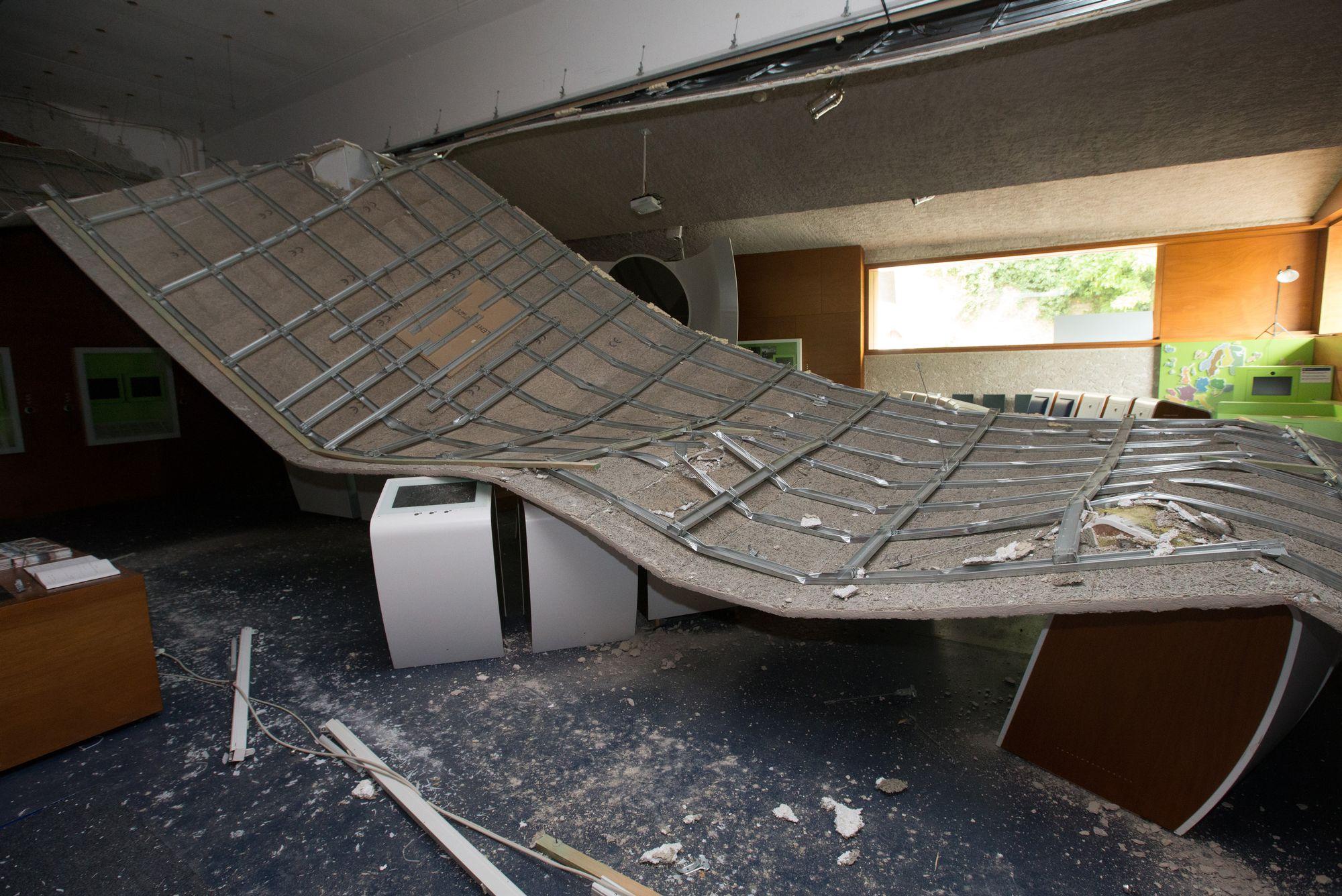 Le toit du mus e europ en de schengen s 39 effondre tout un for Superficie toiture