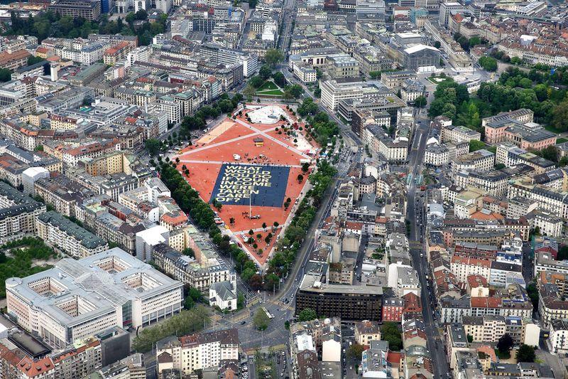 La plaine de Plainpalais était la seule place publique assez vaste en Suisse pour pouvoir accueillir l'affiche.