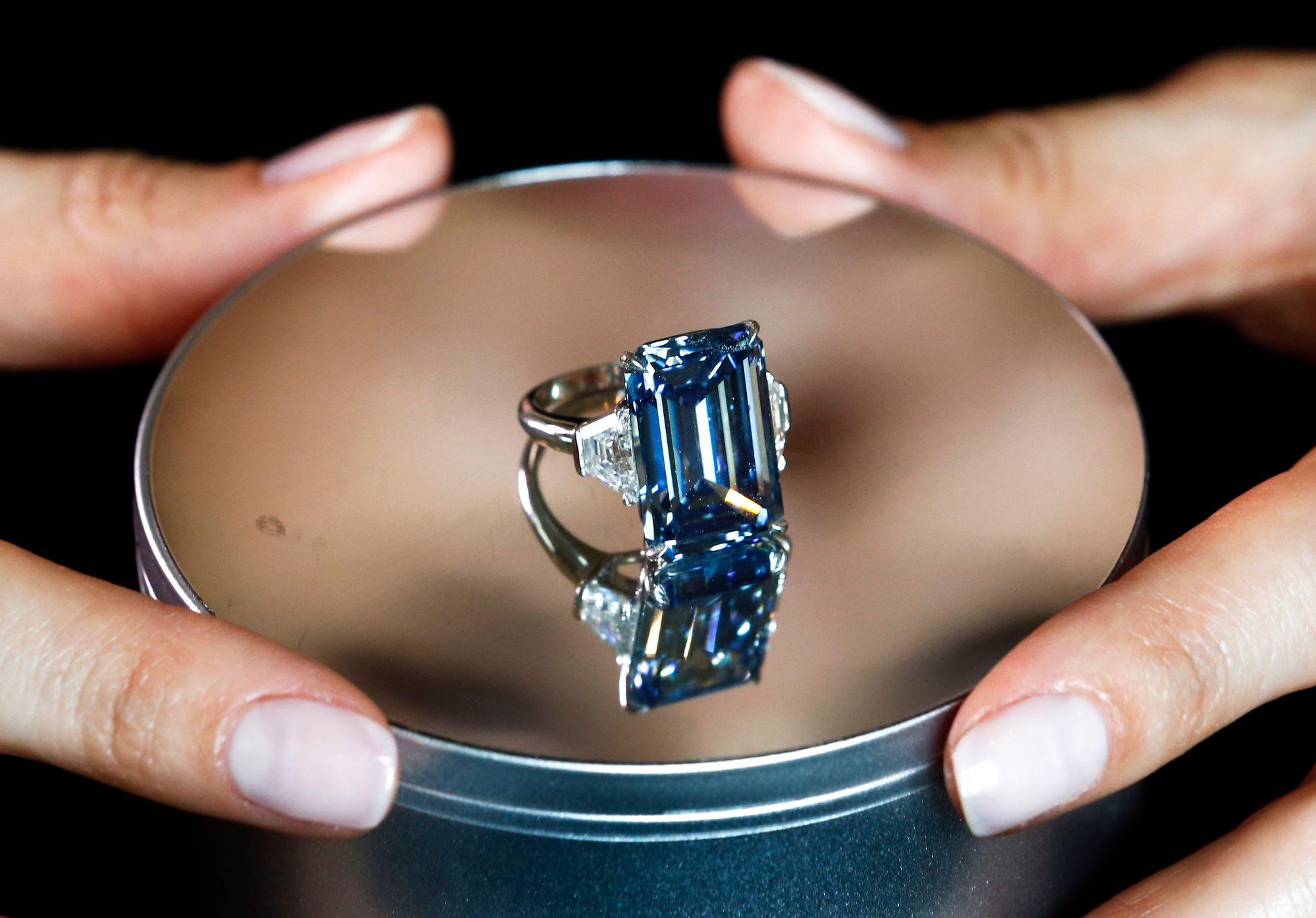 Nouveau Record Pour Un Diamant Vendu 57 Millions De Francs A Geneve
