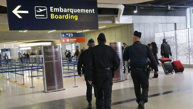 Dans le contexte d'état d'urgence en France, peut-il encore y avoir un risque de bombe dans un avion? [Christophe Ena - AP/Keystone]