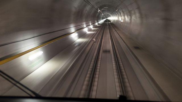 A l'intérieur du tunnel de base du Gothard. [Gaetan Bally - Keystone]