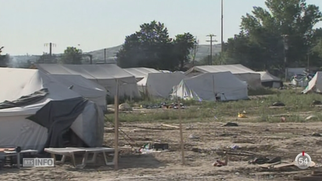 Crise migratoire: les policiers grecs continuent d'évacuer le camp sauvage d'Idoméni [RTS]
