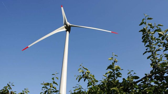 Deux votations communales, le 5 juin, concernent les éoliennes. [Jean-Christophe Bott - Keystone]