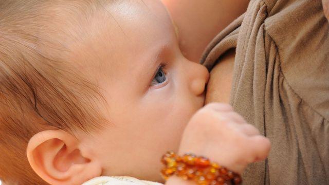Certaines femmes choisissent de ne plus allaiter leur enfant et assument. [Ludovic Pracros - Fotolia]