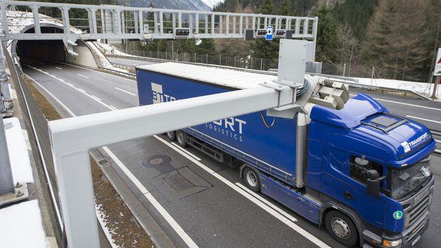 Le tunnel routier verra passer des milliers de camions en moins payant la RPLP. [Urs Flüeler - Keystone]