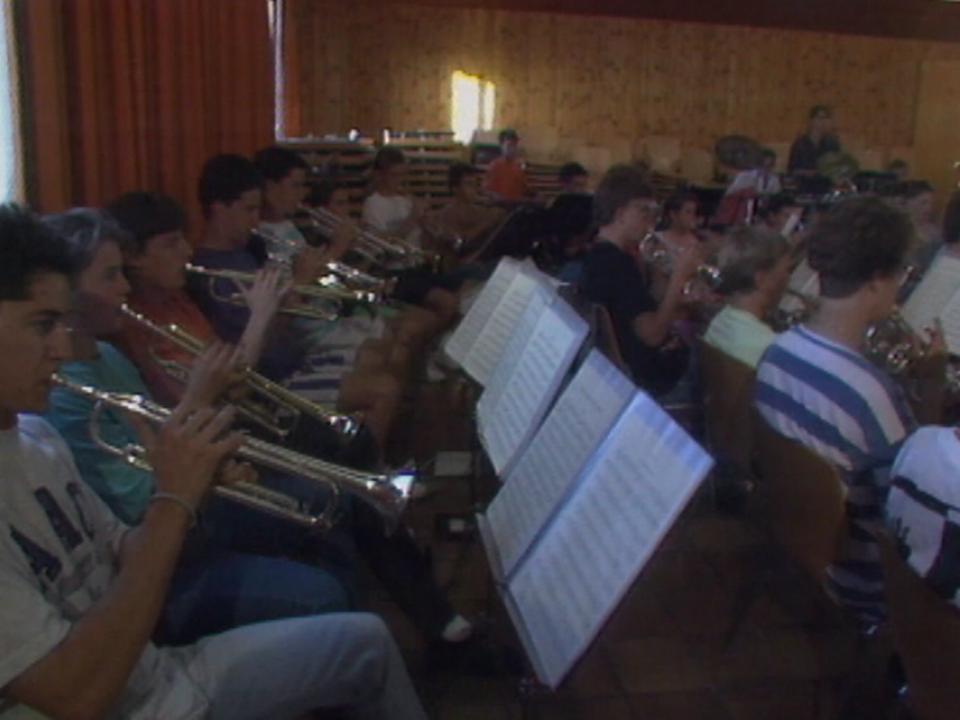 Les musiciens de l'Harmonie du Pontet à Vufflens-la-Ville en 1992. [RTS]