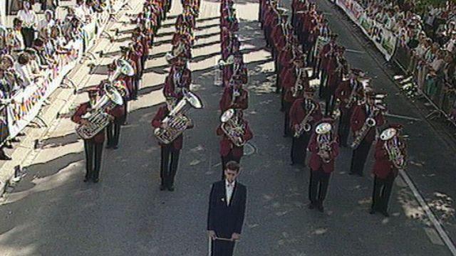 Concours de marche de la société Feldmusik Hochdorf à la Fête fédérale d'Interlaken en 1996. [RTS]