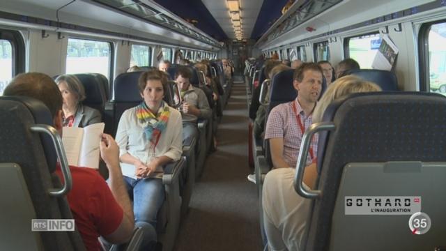 Inauguration du tunnel du Gothard: 1'000 citoyens suisses ont pu monter dans un premier convoi [RTS]