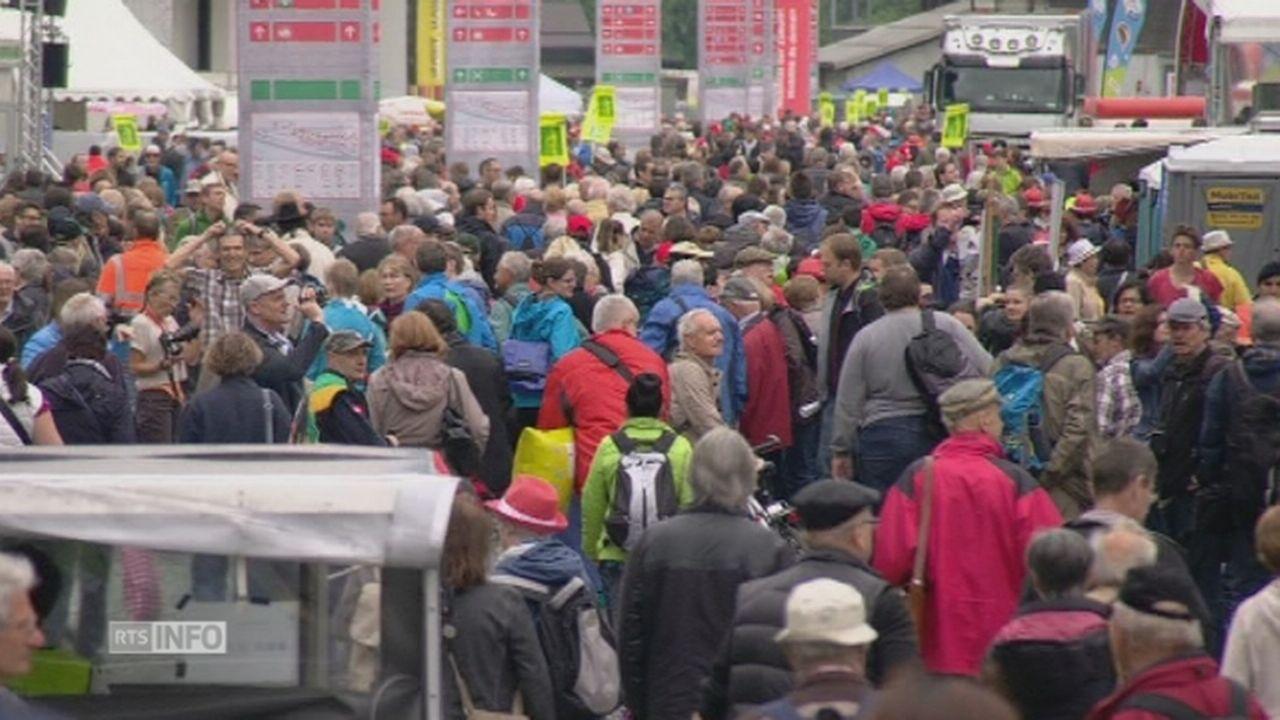 Le public se presse à la fête d'inauguration du tunnel du Gothard [RTS]