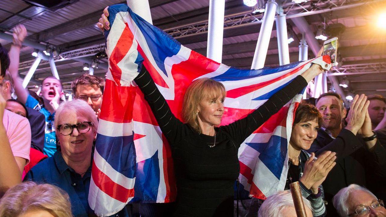 Des supporters du Brexit lors d'un meeting animé par l'ancien maire de Londres Boris Johnson. [Will Oliver - EPA/Keystone]