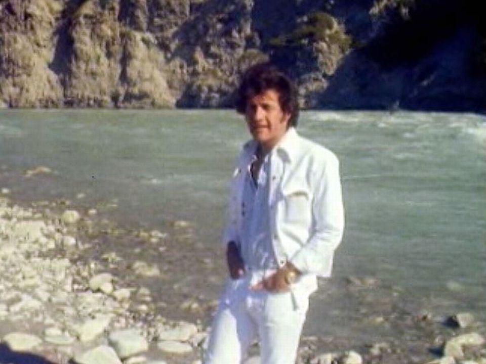 Joe Dassin chante l'été indien en 1975. [RTS]