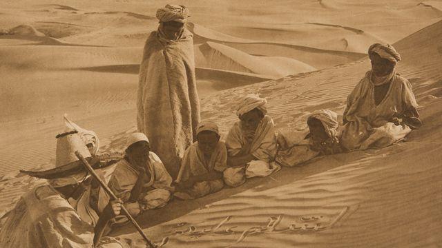 Lehnert  Landrock, La paix soit avec vous, 1904-1908, héliogravure. [©Lehnert & Landrock - Musée de l'Elysée, Lausanne]