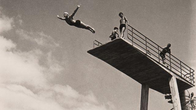 Le plongeoir de la plage de Bellerive, Gaston De Jongh, 1937 [Gaston De Jongh - © Musée de l'Elysée]