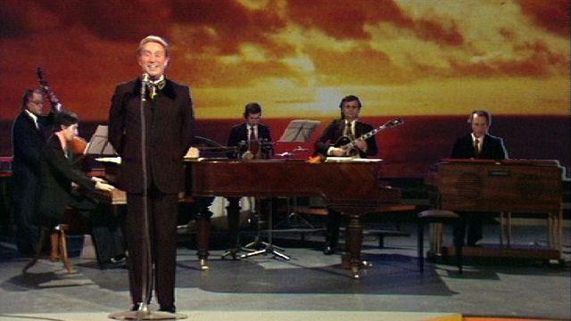Charles Trenet chante La mer en 1973. [RTS]