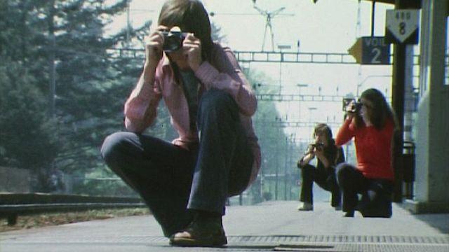 De jeunes photographes font le portrait de la gare de Nyon. [RTS]