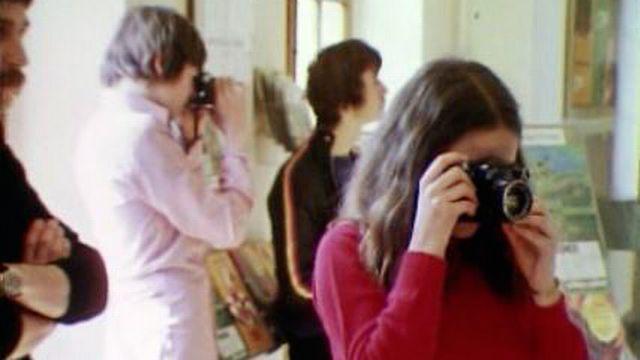 Le regard de quelques adolescents sur la gare de Nyon dans les années 70. [RTS]