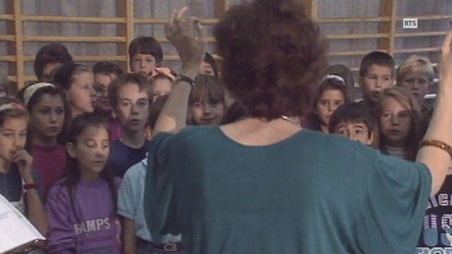 Ecoliers en répétition avant la Fête de la musique de Genève en 1993. [RTS]