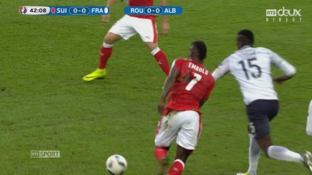 Gr. A, FRA-SUI (0-0): Le maillot d'Embolo de se déchire à son tour. [RTS]