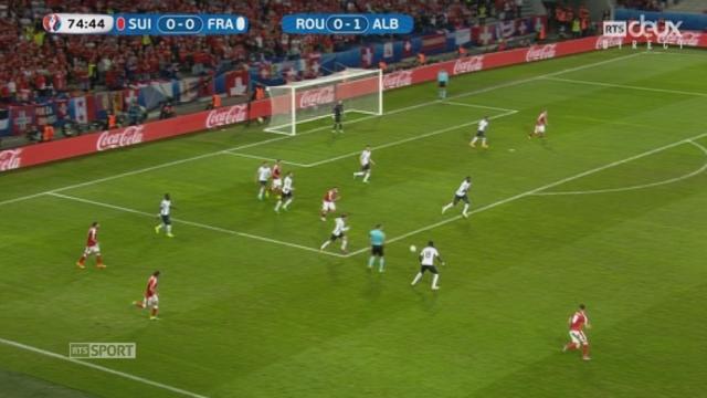 Gr. A, FRA-SUI (0-0): Payet touche à son tour la transversale. C'est la troisième pour l'équipe de France. [RTS]