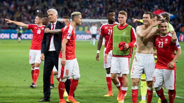 Petkovic et l'équipe de Suisse croiseront la route de la Pologne en huitièmes de finale. [Jean-Christophe Bott - Keystone]