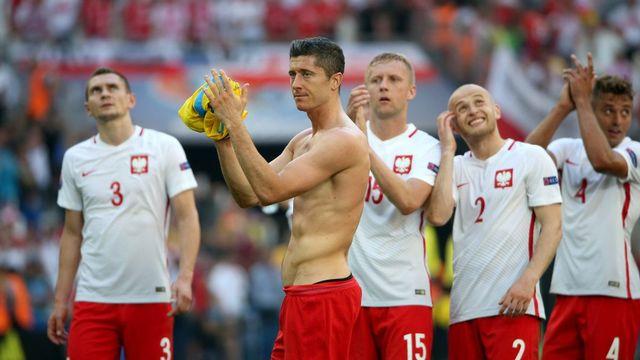 Les Polonais d'ailleurs se montrent aussi satisfaits de cette confrontation contre la Suisse. [Oliver Weiken - EPA/Keystone]