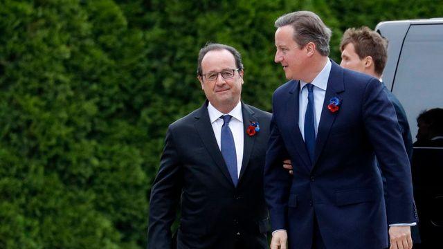 François Hollande a rencontré David Cameron en marge de la cérémonie. [Philippe Wojazer - EPA REUTERS POOL]