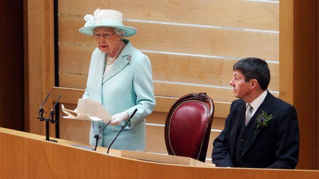 La reine Elisabeth II devant le Parlement écossais samedi. [Reuters]