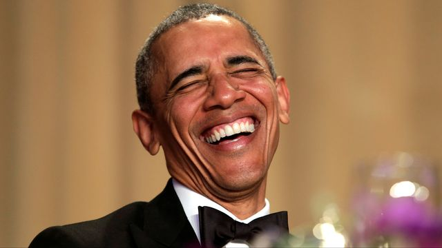 Le président américain hilare au dîner des correspondants à la Maison Blanche. [Yuri Gripas - Reuters]