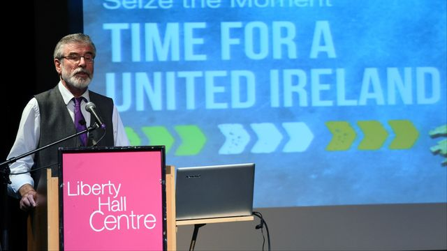 Le leader du parti Sinn Fein Gerry Adams prône la réunification de l'Irlande, le 29 juin 2016. [Clodagh Kilcoyne - Reuters]